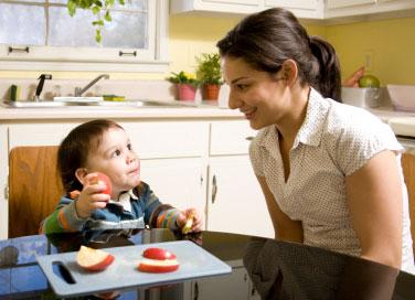 Zu den angenehmen Aufgaben des Au-pairs gehört das gemeinsame Essen mit den Kindern